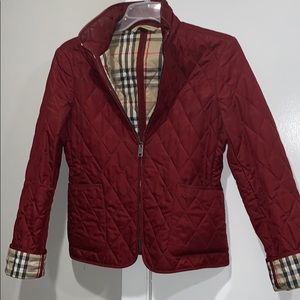 Classic Burberry quilted jacket in burgundy
